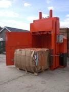 Presse à balle verticale jusqu'à 500 kg - Puissance 50 tonnes grande overture de chargement - liens acier recuit ou fils collés