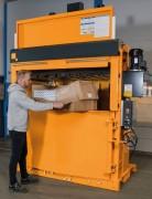 Presse carton à chargement frontal - Poids des balles de carton : 550– 600 kg / 400-500 kg