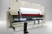 Presse plieuse hydraulique à commande numérique - Capacité : de 35 tonnes/1,25 m à 600 tonnes/ 6 mètres