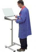 Pupitre d'écriture réglable pour atelier - Largeur : 500 à 2000 - Pied réglable sur vérins