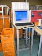 Pupitre informatique industriel - Plan de travail est en stratifié compact
