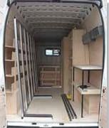 Pupitre porte verre intérieur utilitaire - Composé de barres de maintien coulissantes