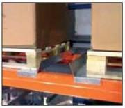 Rail de guidage pour palette - Protéger les échelles des rayonnages