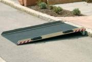 Rampe accès handicapé en aluminium - Capacité : 300 kg/unit