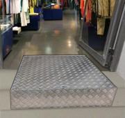 Rampe d'accès encastrée dans la marche - S'adapte sur des marches entre 10 cm et 20 cm