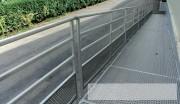 Rampe d'accès extérieure bâtiment industriel - Avec garde-corps