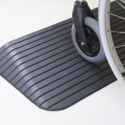 Rampe de seuil handicapés en caoutchouc - Matière : Caoutchouc - Hauteur d'obstacle: 2.5 à 10 cm