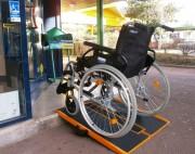 Rampe handicapé pliable charge 300 Kg - Capacité de charge maximale : 300 kg