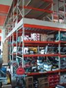 Rayonnage fixe à poteaux commerçant - Plate forme sur Profilcase