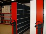 Rayonnage mobile à tablettes métalliques - Optimisation de l'espace en atelier