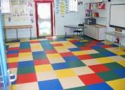 Revêtement sol crèche école - Revêtement de sol en dalle PVC - Rapide, Robuste & Réparable