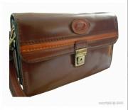 Sacoche à rabat cuir marron clair - Dimension (H x l)  : 14 x 24 cm - 3 poches et un rangement pour cartes