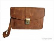 Sacoche pour homme en cuir - Dimension (H x l)  : 16 x 24 cm - Trois compartiments et 2 petites poches