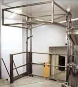 Salle blanche de securité - Avec plancher, écluse et escalier en inox