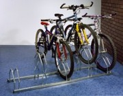 Support cycle haut bas 5 places - Dimensions (L x h x p) : 1600 x 490 x 390 mm