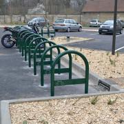 Support cycle urbain - Bi pieds à la base - perçages Ø 12 mm