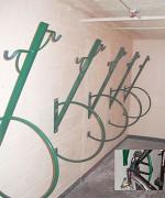 Support vélo mural à positions verticales intercalées - Entre-axes : 450 mm