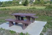 Table avec 2 banquettes indépendantes - Dimension au sol (cm) : 180 x 175