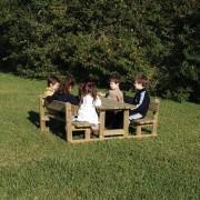 Table avec bancs pour enfants
