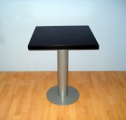 Table bistrot carrée - Dimensions : 60 x 60 x 75 cm    -   Diam pied :108 mm base 400 mm