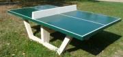 Table de ping pong en béton - Filet en béton blanc   -  Pieds en gravillons lavés