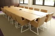 Table de réunion à deux plateaux - Dimensions : hauteur 74 cm x longueur 241 x largeur 180 cm