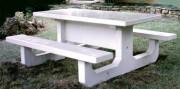 Table pique-nique en béton blanc - Supporte jusqu'à 8 couverts.