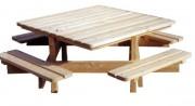 Table pique-nique en mélèze - Dimensions plateau (cm) : 135 x 135