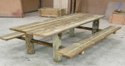 Table pique nique en pin - Dimensions plateau (L x l) cm : 200 x 75