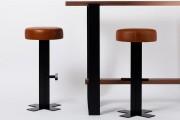 Tabouret de bar en cuir - Dimensions : hauteur 75 cm x largeur 35 cm x profondeur 35 cm