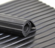 Tapis cannelé en caoutchouc - Hauteur : 1200 mm - Epaisseur : 6 mm