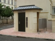 Toilette public ovale plus urinoirs