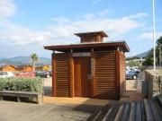 Toilettes public doubles en bois