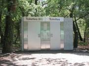 Toilettes public doubles en carrelage