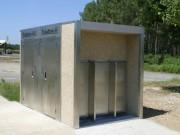 Toilettes public doubles plus urinoir fermés - Modèles Extérieurs PMR L450