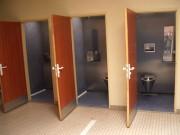 Toilettes scolaire avec automatisme du lavage