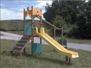 Tour carrée avec toboggan - Hauteur de chute libre : 1.40 m