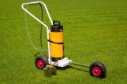 Traceuse de terrain à pulvérisation - Capacité : 10 L - Matière : structure en acier - 3 roues en caoutchouc