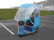 Tracteur électrique avec bâche de protection