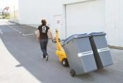 Tracteur électrique pour sortir les poubelles - A conducteur accompagnant.