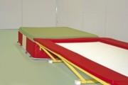 Trampoline linéaire de 6,70 m - Hauteur totale (avec protections) : 60 cm