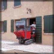 Transporteur avec caisson chenillé - Brouette agricole à basculement hydraulique