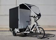 Triporteur cargo - Tricycle à assistance électrique de conception innovante avec base receveuse pour plateformes amovibles avec pieds rabattables pour équipements multiples.
