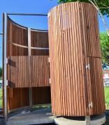 Urinoir public en bois - Zone d'utilisation : en inox AISI 316 - Habillage en bois