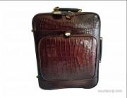 Valise de cabine cuir façon croco - Dimension (L x l) : 44 x 36 cm - Maroquinerie de luxe