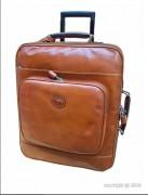 Valise de cabine en cuir coloris caramel - Dimension (L x l) : 44 x 35 cm - 2 grands compartiments