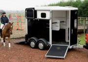 Van pour 2 chevaux - Poids à vide : 920 kg