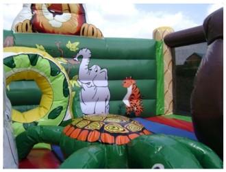 Jeu gonflable roi lion avec obstacles - Devis sur Techni-Contact.com - 2