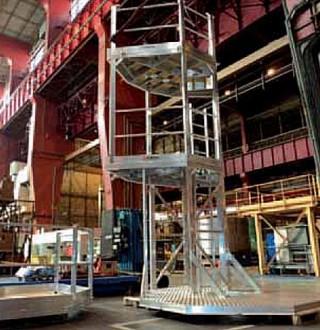 Plate-forme 2 niveaux d'accès cuves industrie chimique - Devis sur Techni-Contact.com - 1