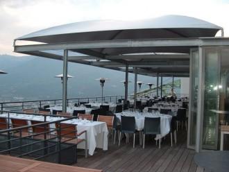 Abri terrasse restaurant à toile aérée - Devis sur Techni-Contact.com - 1
